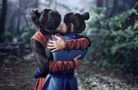 Mẹ Suzy sốc vì cảnh hôn của con gái với Lee Seung Gi 1