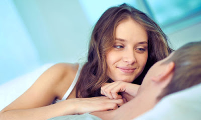 6 Signs She is a Player woman girl love man romance sleeping with guy