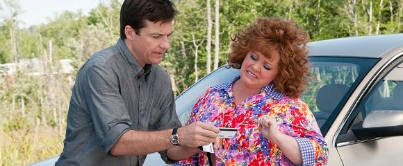 Jason Bateman e Melissa McCarthy em UMA LADRA SEM LIMITES (Identity Thief)