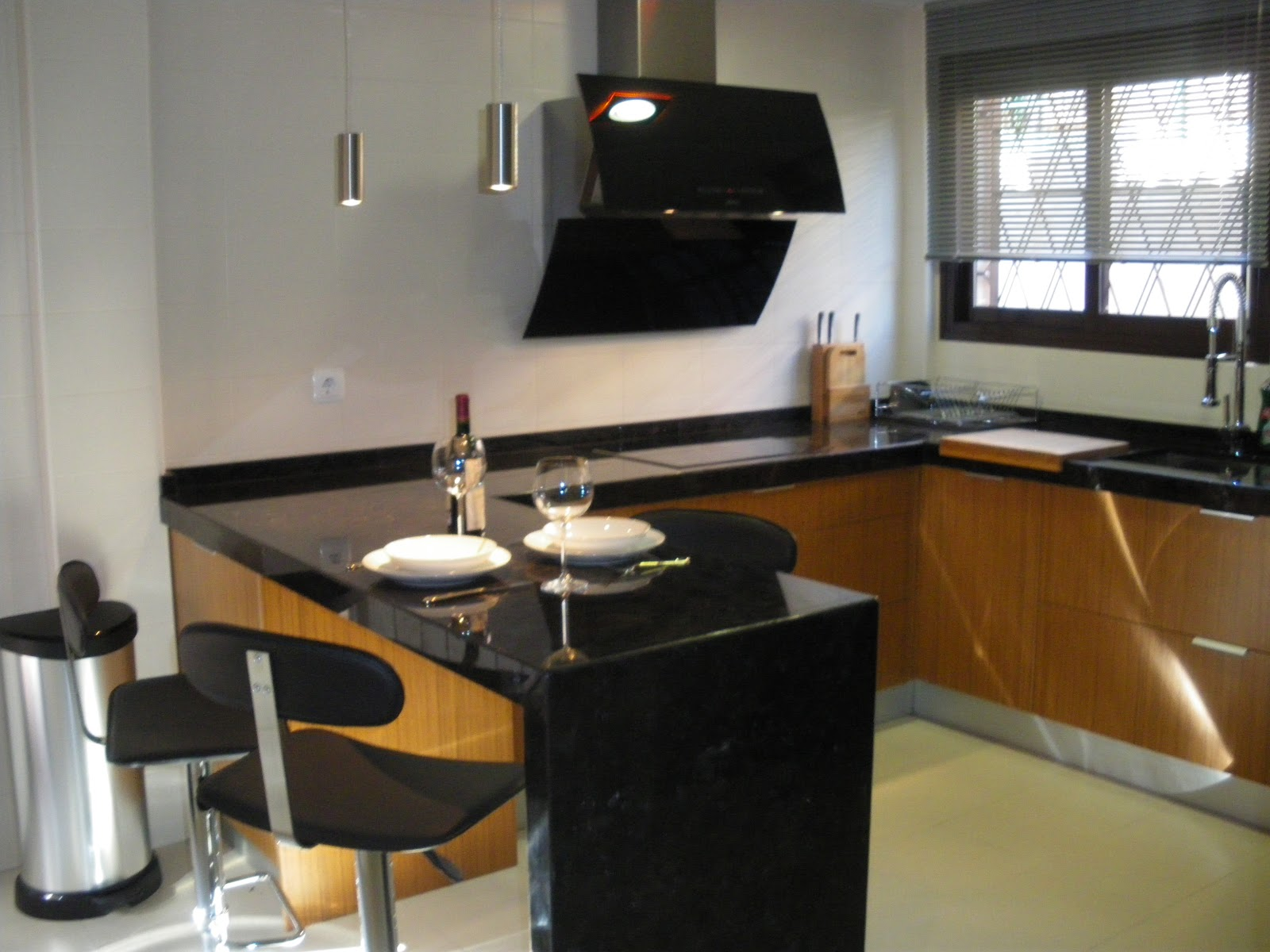 Formas almacen de cocinas medidas perfectas para una for Barra auxiliar para cocina