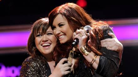 #watch: Kelly Clarkson covers Demi Lovato Skyscraper live at Orlando!