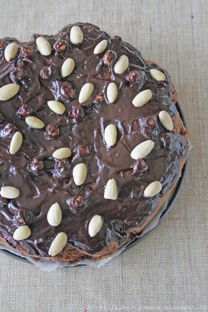 torta al cioccolato con nocciole e mandorle / chcolate cake with hazelnuts and almonds