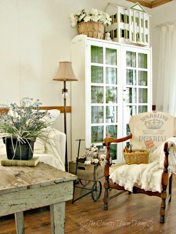The country farm home peaceful farmhouse living room for Country living room ideas pinterest