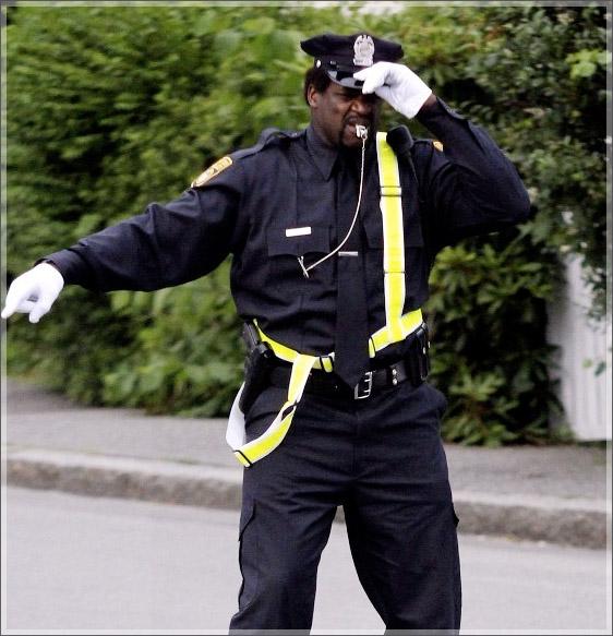 http://4.bp.blogspot.com/-_UGwHPAFvWU/T-2rISKXI2I/AAAAAAAALS8/W_sSfLUqgeg/s1600/Shaquille-ONeal-directs-traffic.jpg
