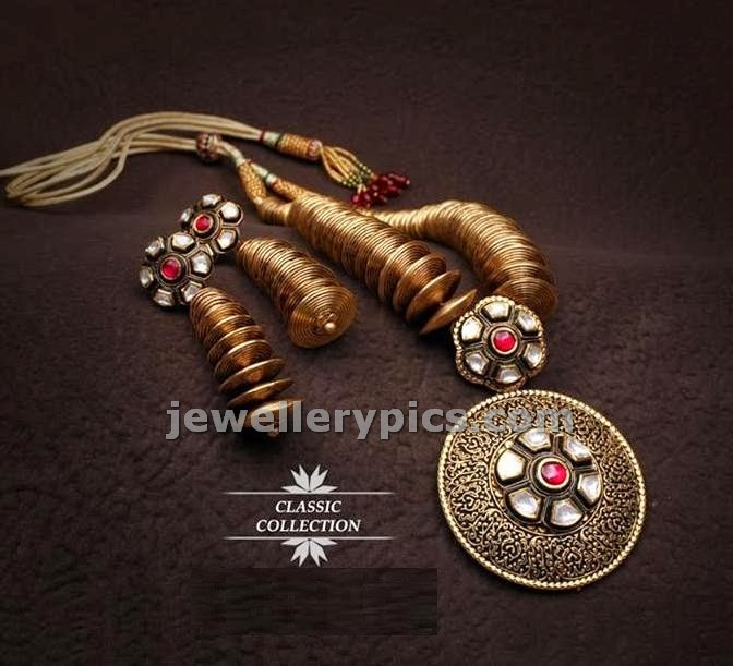 contemporary gold jewelelry finely hand carved with polkis