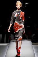 Права рокля от рисувана коприна Prada пролет-лято 2013