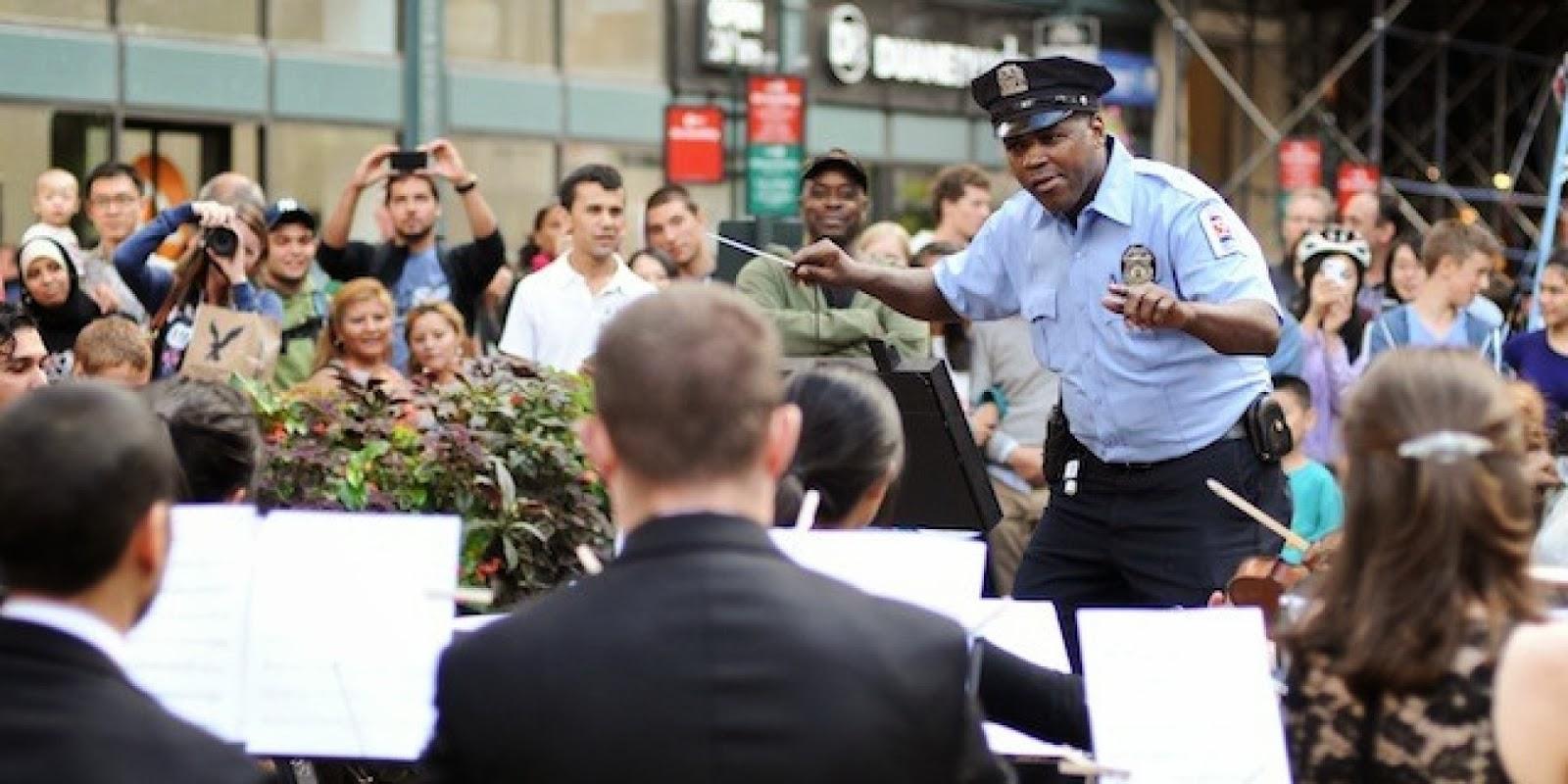 http://www.upsocl.com/cultura-y-entretencion/que-sucede-cuando-la-gente-comun-tiene-la-oportunidad-de-dirigir-una-orquesta-de-clase-mundial/#