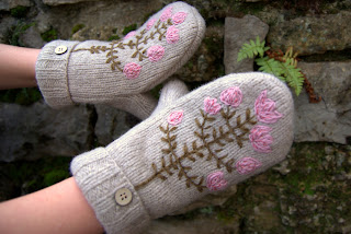 moufles-broderie-estonienne-fleurs