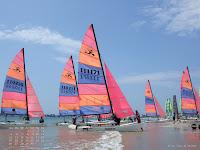 Fond d'écran sept. 2011 - Départ de catamarans sur la plage de La Baule