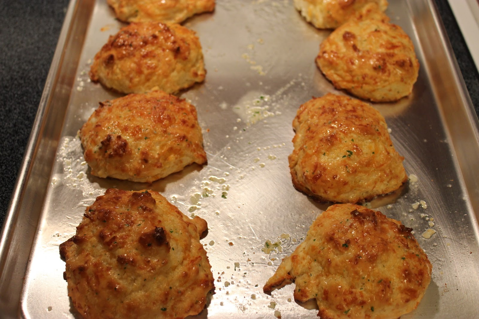 Sweet Tea and Cornbread: Garlic Cheddar Biscuits!