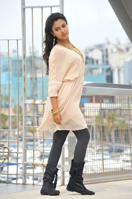 Amala Paul hot in iddarammayilatho 020 Actress Amala Paul Latest Beautiful Photos
