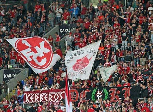 Die Fans während dem Spiel 1. FCK gegen SC Freiburg