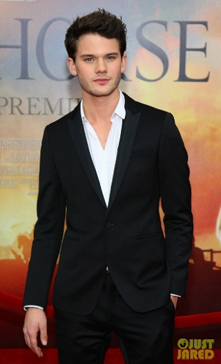 Jeremy-Irvine-shirtless-9 jpgJeremy Irvine Shirtless