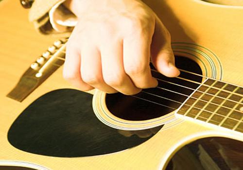 Memilih Gitar Akustik
