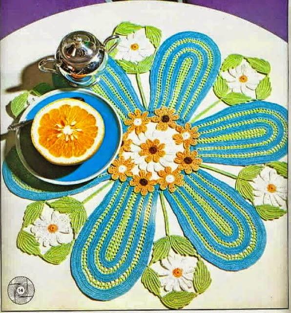 Patrón de Una carpeta muy original tejida al crochet varios colores