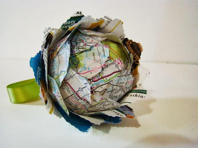 Bolas de navidad con materiales reciclados en Recicla Inventa