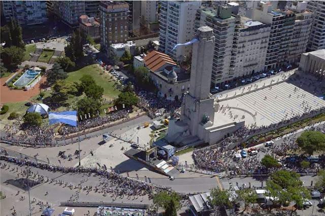 Rally Dakar 2014: comenzó la gran fiesta en Rosario con la largada simbólica ante una multitud Dakar-1821196h627+-+copia