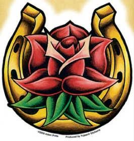 tatuagem de ferradura com flor