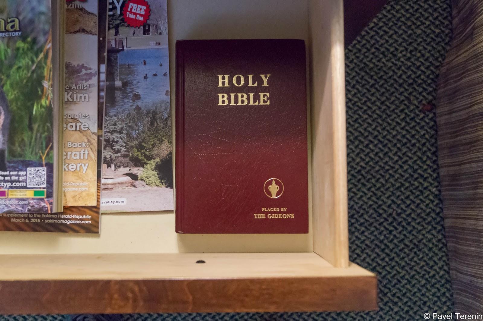 Во всех отелях и мотелях обязательная библия в номере.