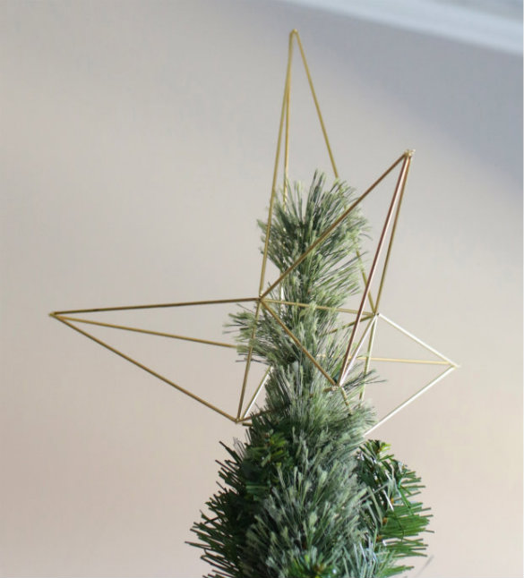 17 Apart: Over on eHow: DIY Himmeli Christmas Tree Star Topper