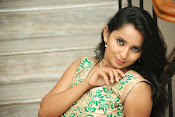 Ishika singh latest glam pics-thumbnail-8