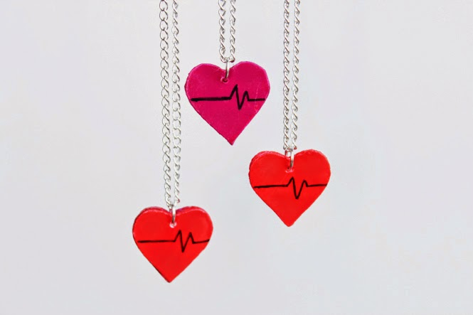 http://curlymade.blogspot.pt/2015/02/diy-upcycled-heart-charms-collab-with.html
