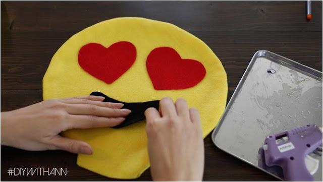 el yapımı emoji yastık gülen yüz