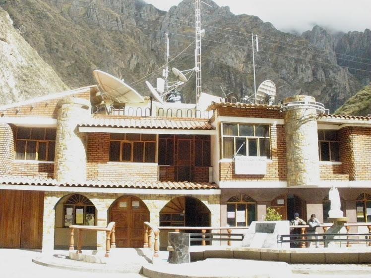 HOTEL EN TOMAS..agua caliente,tv,cable, cochera,etc