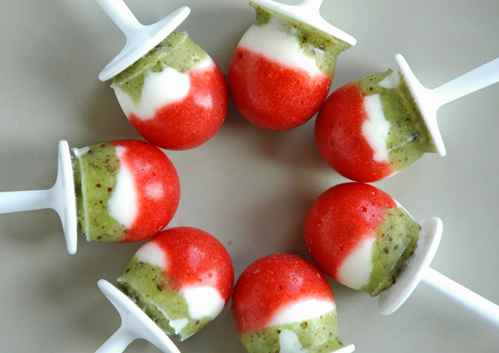 Christmas Popsicles- Healthy Holiday Snack or Dessert