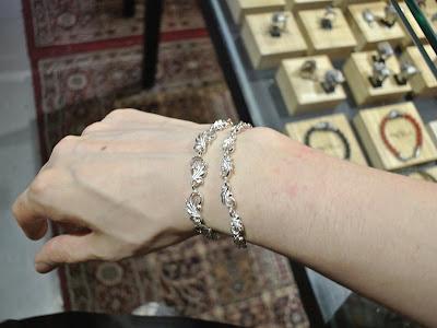 日本雕金師吉原直的銀器品牌legend所設計的手額