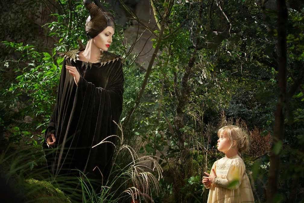 Sleeping Beauty, Maleficent gif, Maleficent Movies, Angelina Jolie, Disney Villain, Elle Fanning, Shiloh jolie pitt