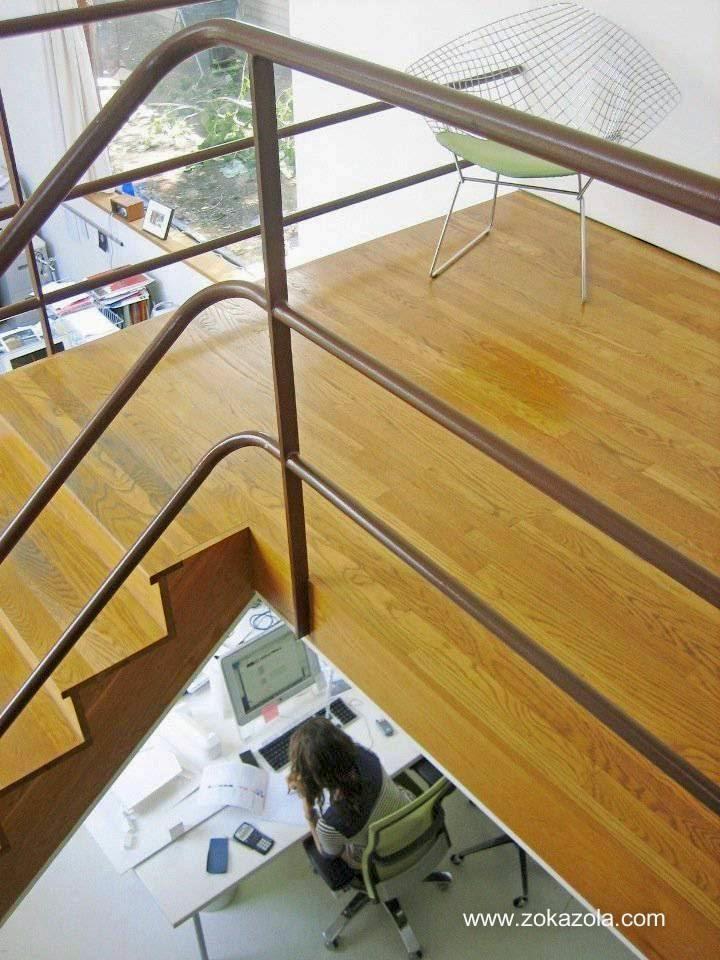 Arquitectura de casas escalera interior moderna con for Escaleras con descanso para interior