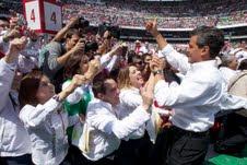 Peña Nieto se compromete a un cambio radical en su cierre de campaña en el Azteca.