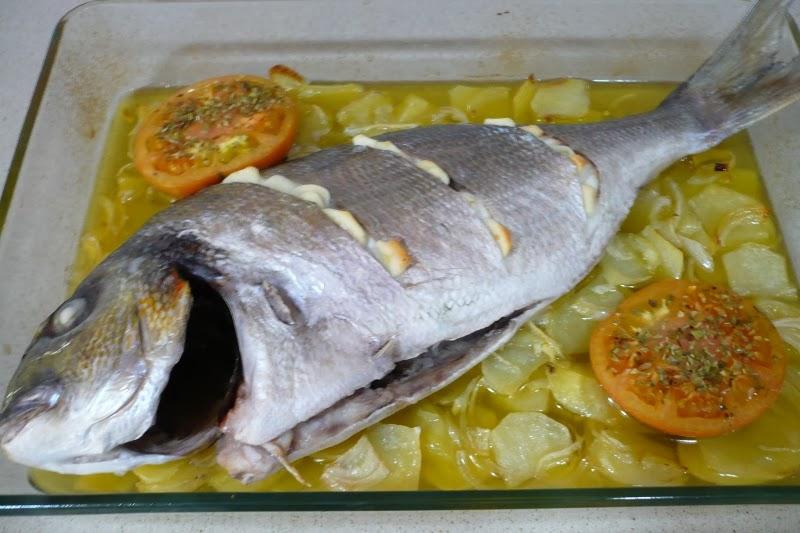 Sum rgete y disfruta dorada al horno con patatas panadera for Como cocinar pescado al horno