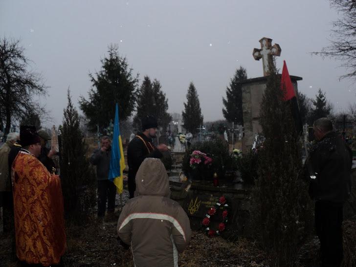 Поминальний парастас за воїнами ОУН-УПА на їхній могилі у с .Вишнівчик