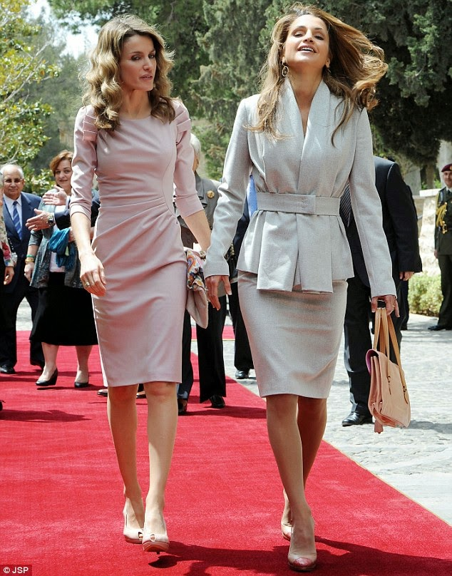 modest royalty Letizia spain princess queen royal style dress gown fashion tznius hijab