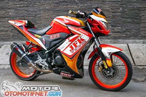 Modifikasi Honda CB150R Street Fire ala Petarung Jalanan 2014