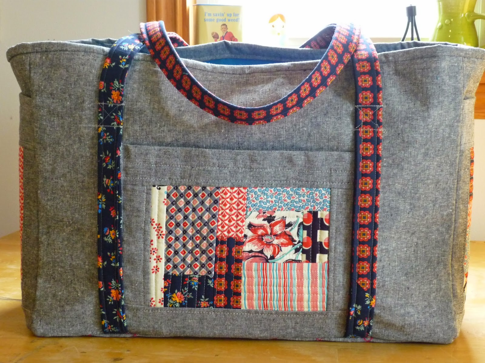 chezzetcook modern quilts: Sewing Circle Tote: A Finish
