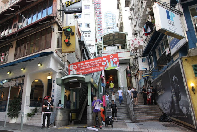 SoHo is very popular with the lists of international restaurants, eateries, pubs and bars to offer along Hollywood Road at night in Hong Kong Island of Hong Kong