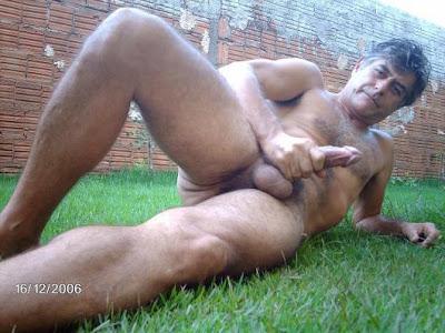 nude gay daddies - jerking man