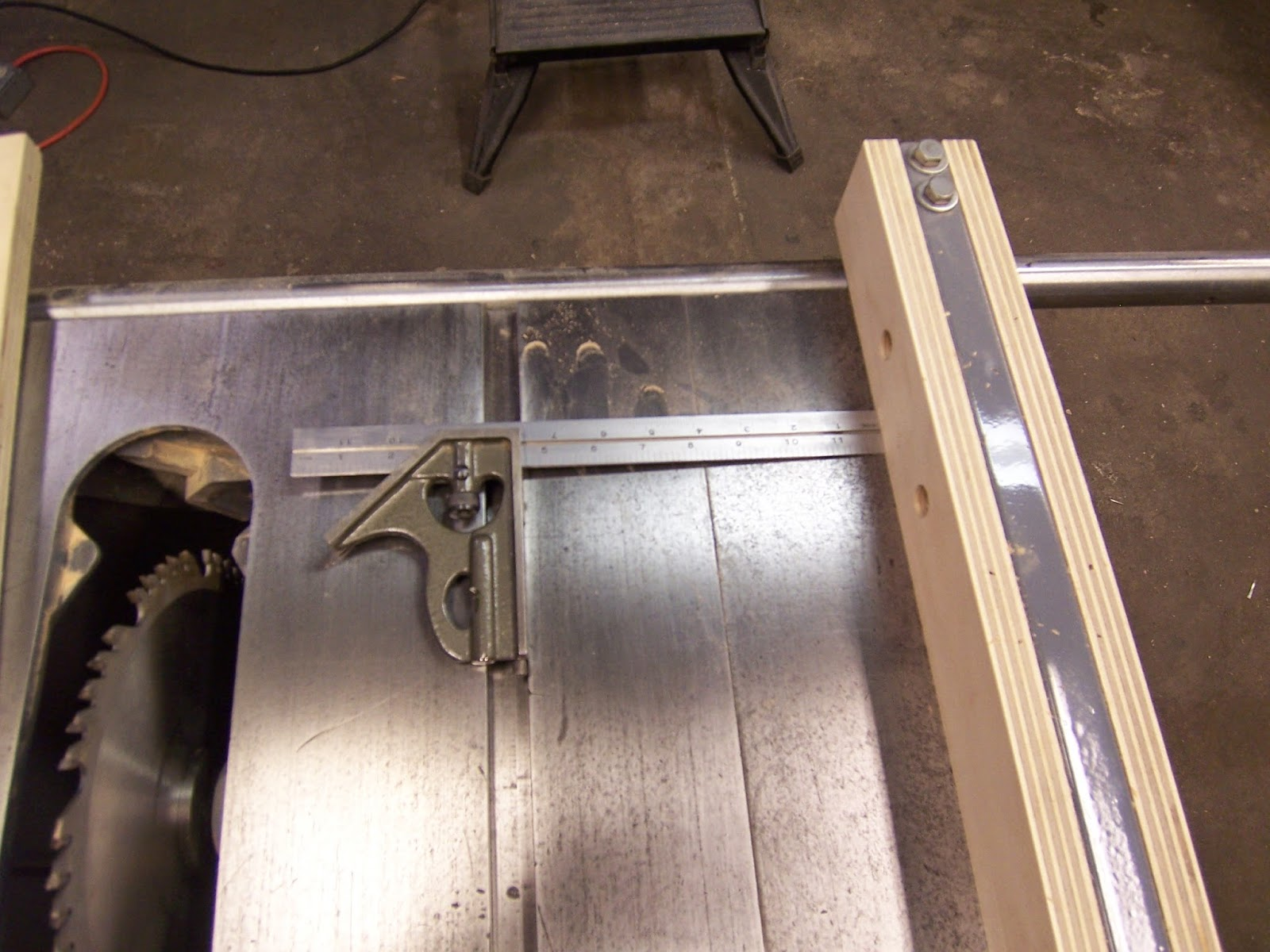 how to build a quick table saw sled