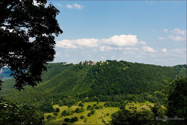 Blick von Eingang der Burg Teck auf den Breitenstein