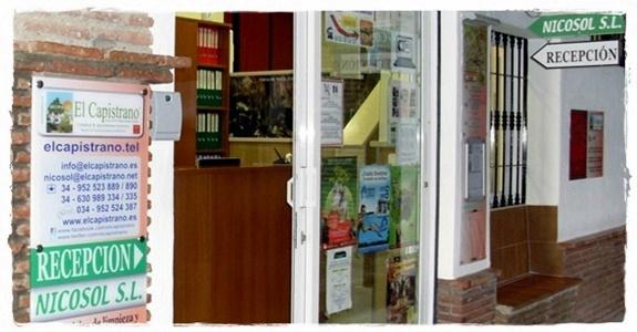 Fachada oficinas de Nicosol, SL. en la urbanización El Capistrano Village, Nerja
