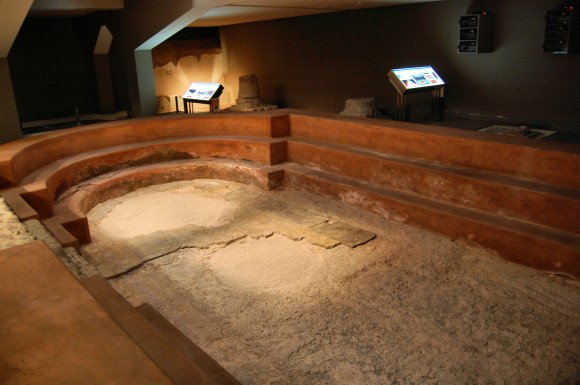 Baños Romanos En Toledo:Romano del Tipo Alquerque XI que se puede ver en el TEATRO ROMANO