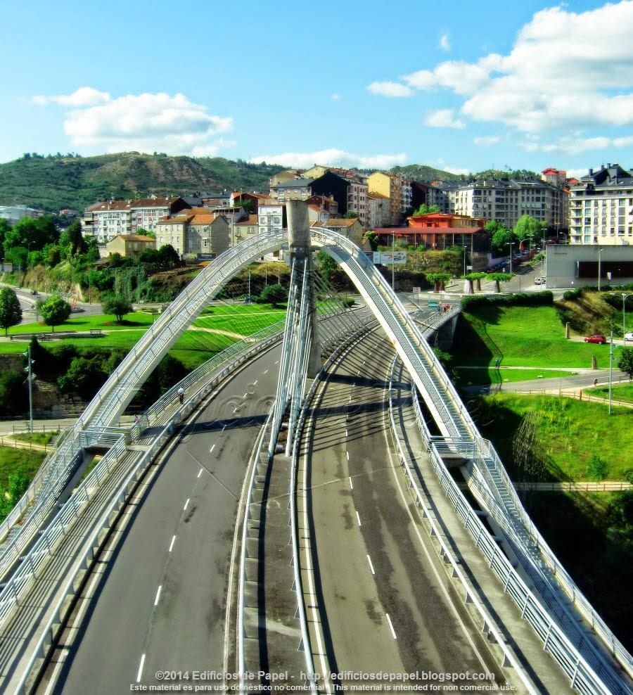 Puente del Milenio en la ciudad de Orense