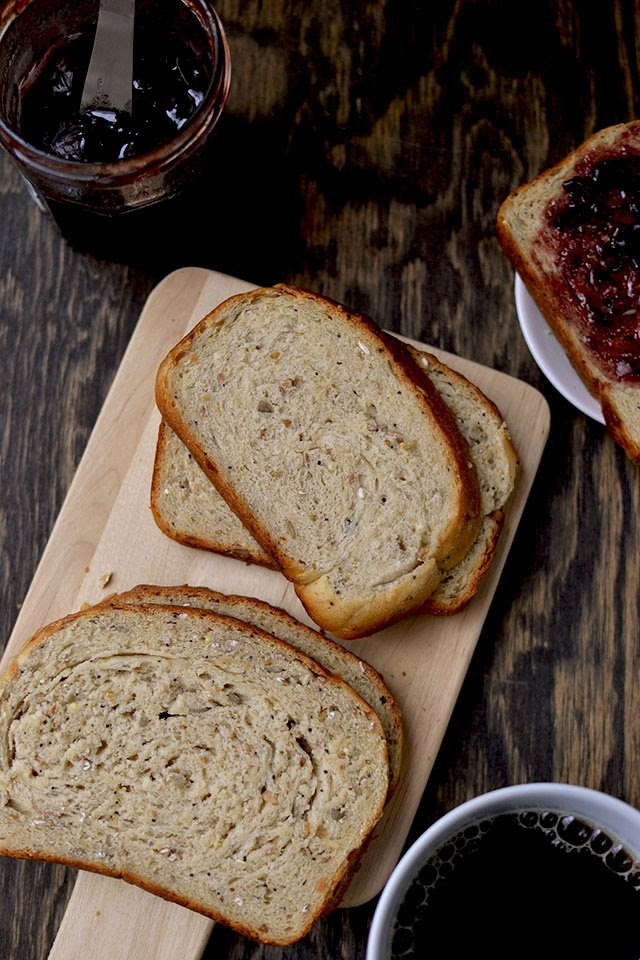 Wholewheat bread with grains