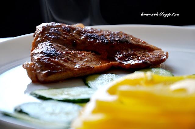 Стейк из свинины, маринованный в томате с лимоном
