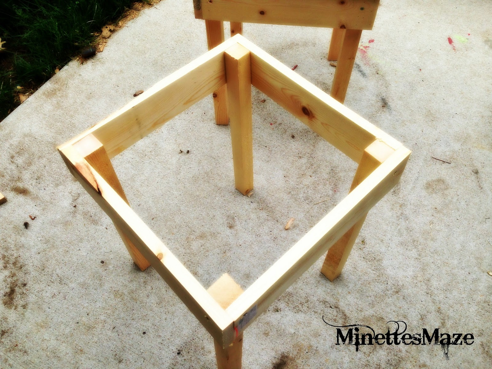 Backyard Table Diy : MinettesMaze DIY Patio Table!