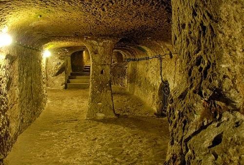 13-Derinkuyu-Anatolia-Turkey-Secret-Underground-Cities-Architecture-www-designstack-co
