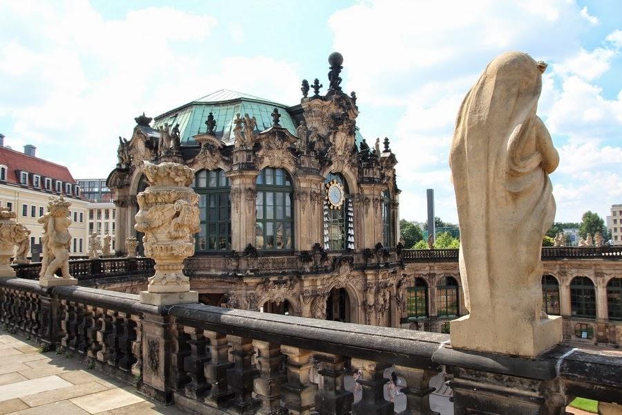 figury z kamienia w Zwingerze w Dreźnie